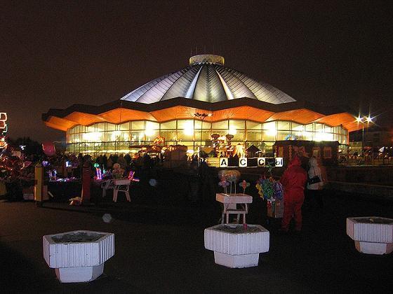 Отзывы.  Цирк на проспекте Вернадского - самый большой стационарный цирк в мире.  Его зрительный зал рассчитан на...